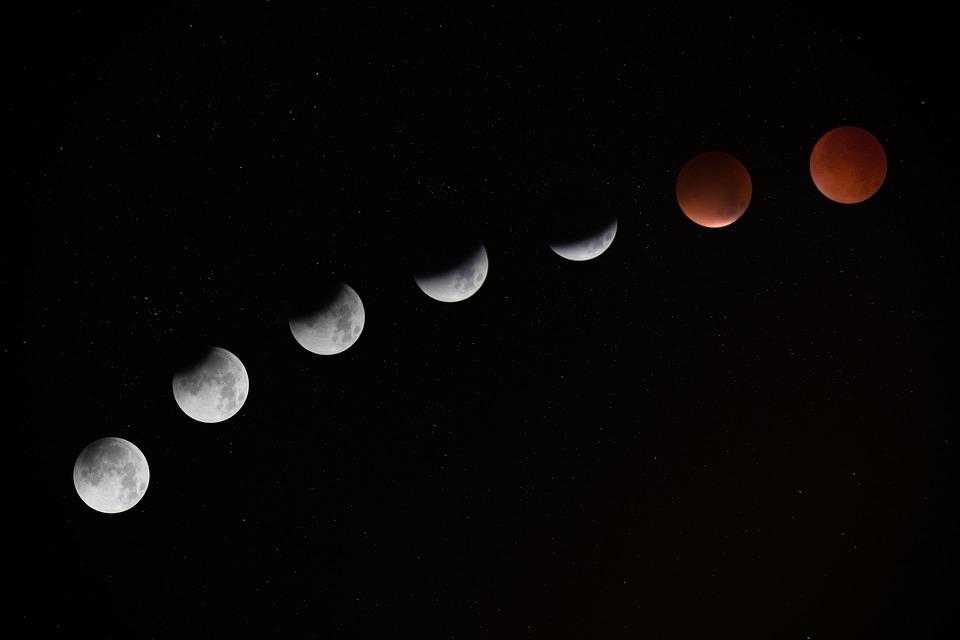 Pénteken teljes holdfogyatkozás